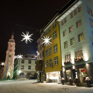 Altstadt mit Kloster & Christbaum